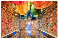 """Vad väntar man sig av Indiens bidrag till en designbiennal om inte färg. Utställningen """"Chakraview"""" flätade in klassisk mytologi i en samtida kontext."""