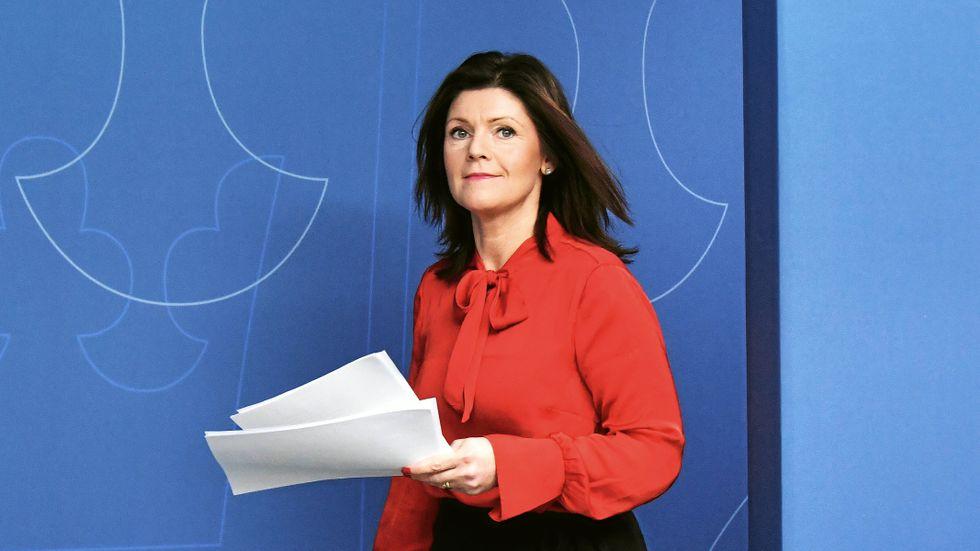 V, M och KD kommer inte att väcka misstroende mot arbetsmarknadsminister Eva Nordmark (S).