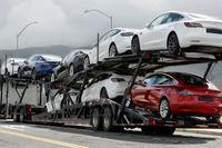 Nya Teslabilar rullar i väg från elbilstillverkarens fabrik i Kalifornien, USA. Arkivbild.