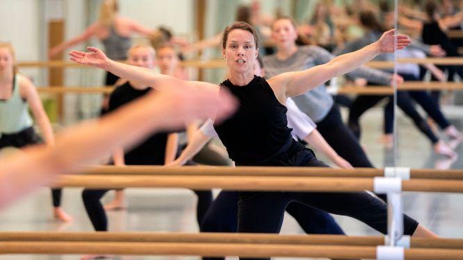 """""""Räta på ryggen"""" räcker inte för bra hållning, menar danspedagog Keili Austbø."""
