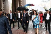 Statsminister Stefan Löfven (S) och utrikesminister Ann Linde (S) anländer till riksdagen för statsministeromröstning.