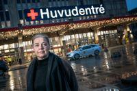 Karin Braatz jobbar egentligen för Folksam, men har lång bakgrund som anestesisjuksköterska. Därför får hon tjänstledigt för att förstärka Huddinge sjukhus.