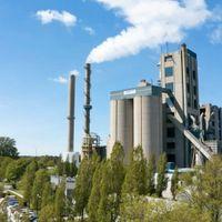 Drönarbild över Cementas fabrik i Slite, Gotland.