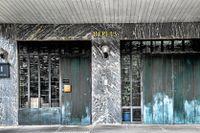 Innanför bårhusets dörrar ligger döda kroppar i väntan på rättsmedicinsk undersökning.
