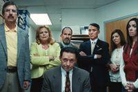 """Hugh Jackman (mitten) spelar huvudrollen i """"Bad education""""."""