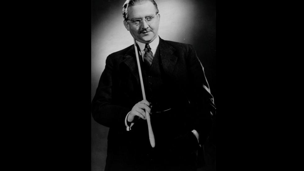 Stig Järrel som latinlärare i filmen Hets (1944).