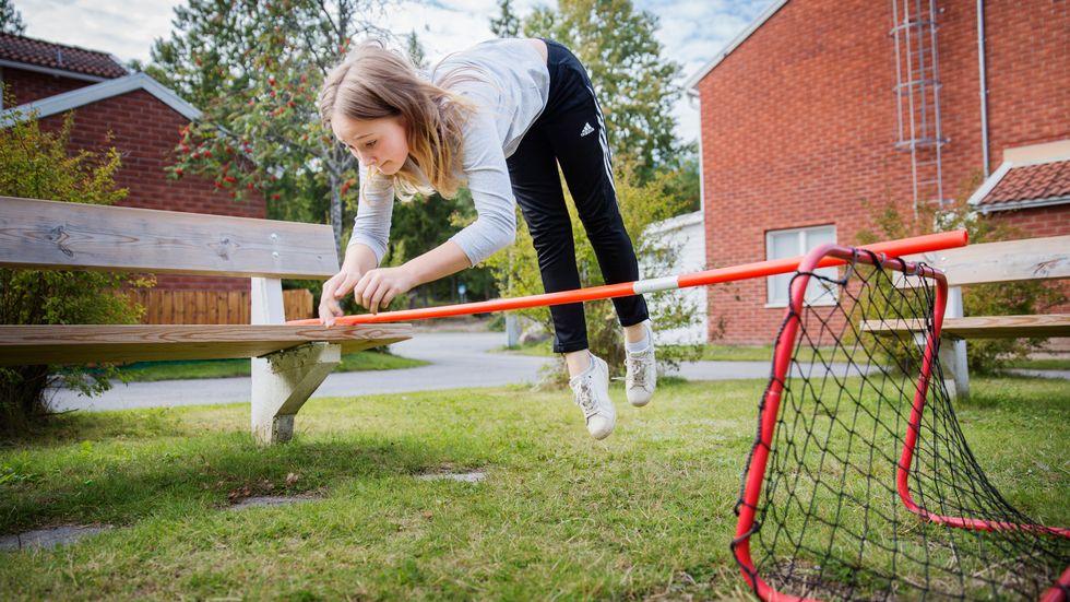 Vill du se Alicia hoppa? Gå in på hennes Instagramkonto mini_ponnyn_ eller på SvD Juniors Facebook-sida.