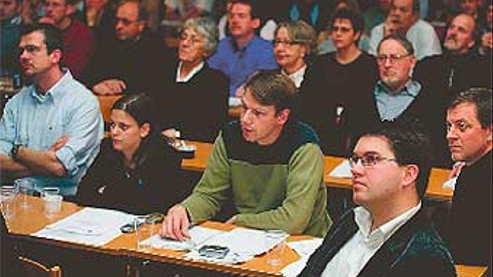 """Den 9 och 10 december i fjol höll sverigedemokraterna kommunkonferens i Karlskrona. """"Det är viktigt att vi förtroendevalda får möjlighet att  samlas och besluta om partiets linje i den kommunala politiken"""", sa partiordförande, Jimmie Åkesson i sitt inledningsanförande.  foto: Marti Petersson"""