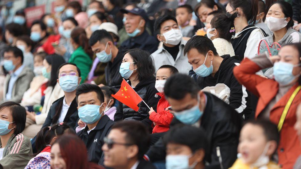 Så här tätt satt publiken i samband med en hästtävling i Wuhan den 24 oktober.