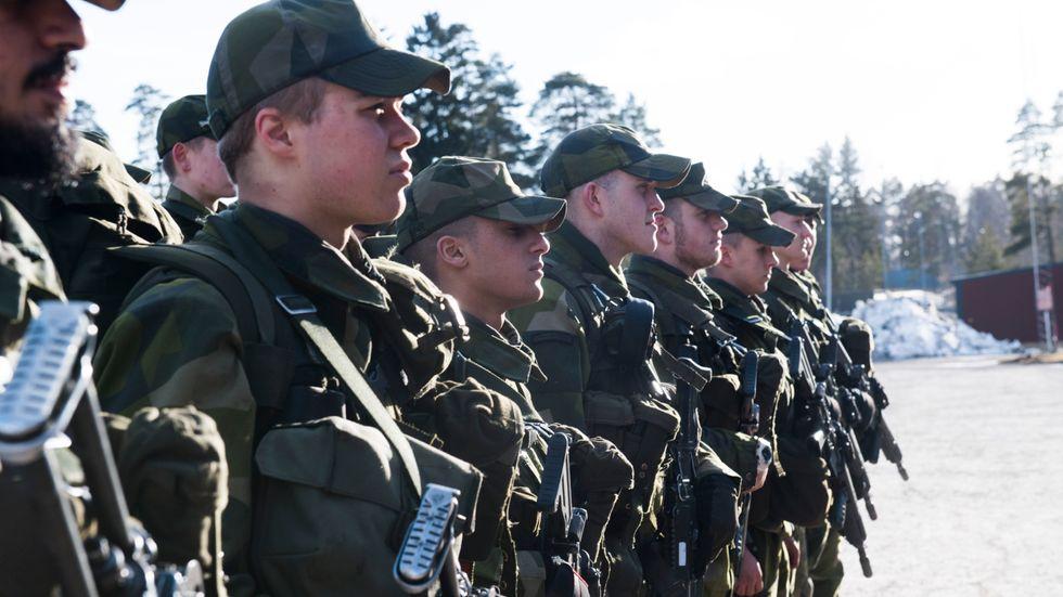 Dessa skyttesoldater vid Ledningsregementet i Enköping hade långt kvar till muck när bilden togs i mars 2017.