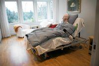 Arkivbild. Journalisten Martin Engqvist ställer sig kritisk till lagstadgad dödshjälp.