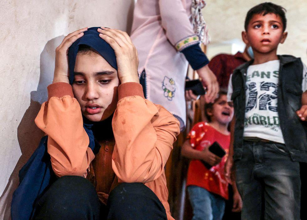 Släktingar sörjer 11-årige Hussein Hamad som dog under de senaste dagarnas stridigheter.