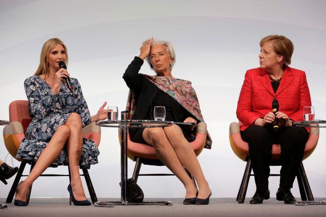 """USA:s """"första dotter"""" Ivanka Trump förklarar sin fars kvinnosyn för IMF-chefen Christine Lagarde och Angela Merkel vid ett högnivåsymposium i Berlin i tisdags."""