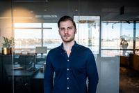 """Robin Carlsson är Sverigechef för it-företaget Vaimo som sa upp sitt kontor på Södermalm och hyrde in sig hos en coworkingkedja. Kontorskostnaden sjönk med 80 procent.  """"De flesta jobbar ju ändå hemma."""""""