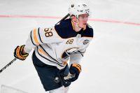 Buffalos Victor Olofsson är ett av fem NHL-proffs i Sveriges VM-trupp. Arkivbild.