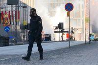 Bussen exploderade och började brinna på Tegelbacken i Stockholm i söndags.