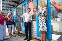 Moderaternas partiledare Ulf Kristersson inviger partiets nationella valstuga, i form av ett tunnelbanetåg med destinationsnamn Framtiden, vid Soltorget i Stockholm.
