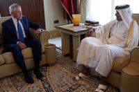 Qatars emir Tamim bin Hamad Al Thani i samtal med USA:s försvarsminister Chuck Hagel, 2013.