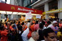 Löneprotester utanför en McDonaldsrestaurang i New York i augusti 2013.