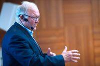 """Den tidigare statsministern Göran Persson (S) lyfts fram som en typiskt manlig politiker som skriver mer om politiken och mindre om privatlivet och känslorna i sin självbiografi """"Min väg, mina val"""" från 2007."""