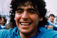 Diego Armando Maradona jublar efter att hans lag Napoli vunnit den italienska ligan SerieA 1987.