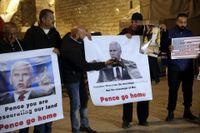 Palestinier protesterar mot USA:s vicepresident Mike Pences besök i Israel.