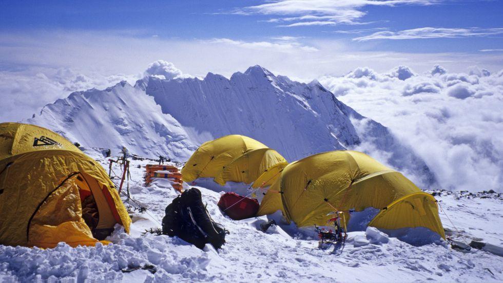 Stor trängsel har orsakat flera dödsfall då bergsklättrare bland annat frusit ihjäl.
