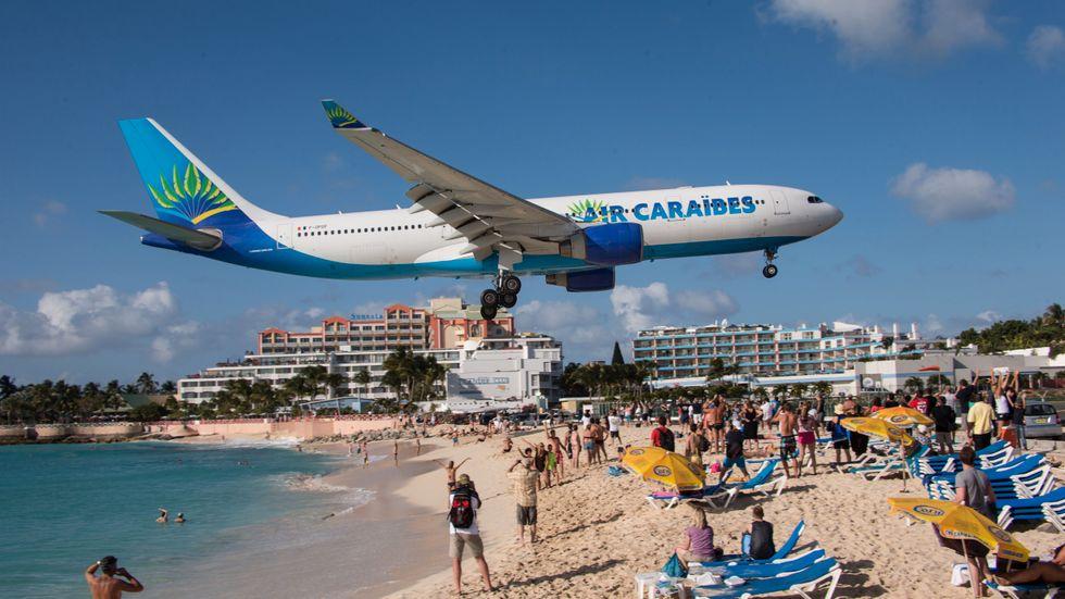 Stranden Maho Beach på ön Saint Martin i Karibien ligger nära Princess Juliana International Airport.